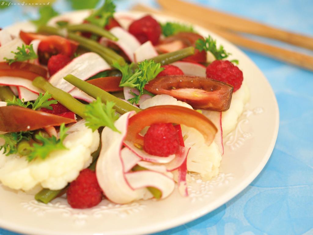 Salade {chou-fleur/radis/tomates/haricots verts & framboises}