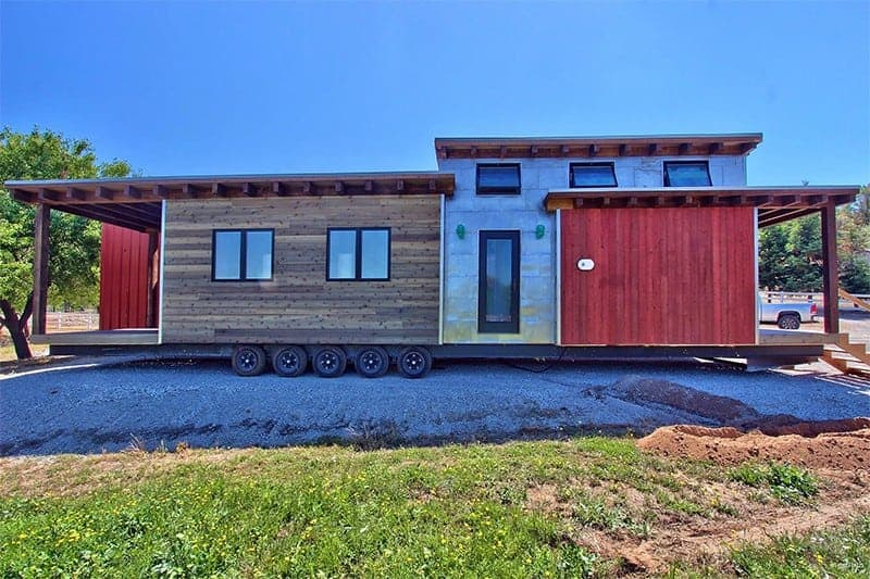 flat roof caboose on wheels