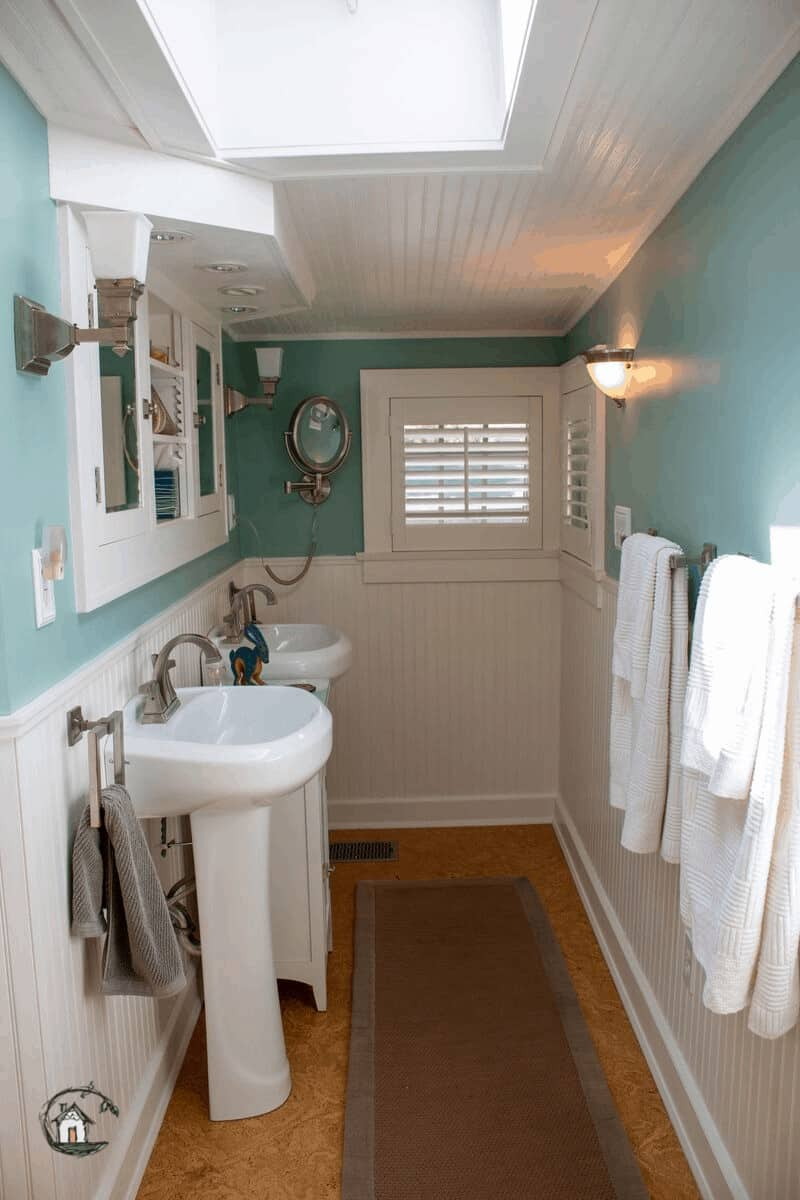Photo of blue and white bathroom on old house tour.