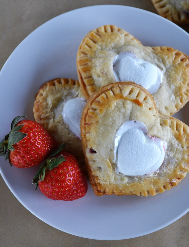 Strawberry Heart Hand Pies | Valentines Day dessert | Dessert recipe | hand pie recipe | Pie recipe | Baking