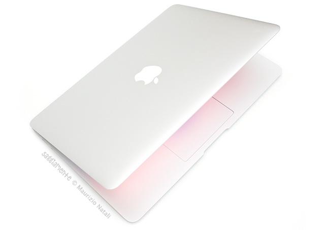 macbook-air-13-2012-semichiuso-acceso