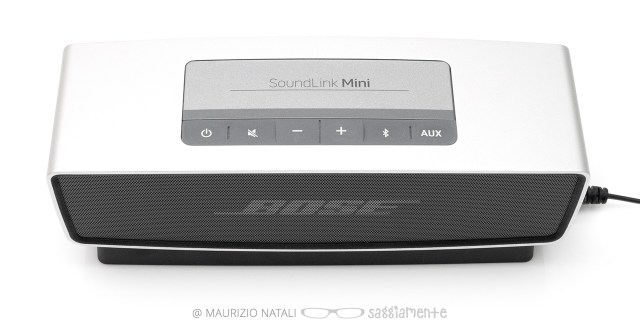 bose-soundlink-mini-top-on-base