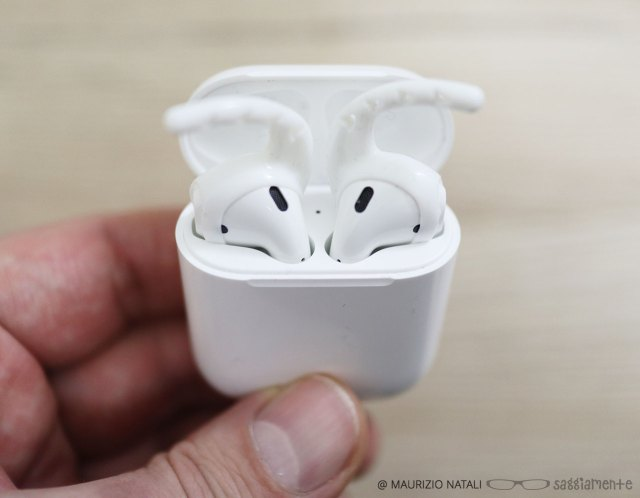 earhoox-airpods-3
