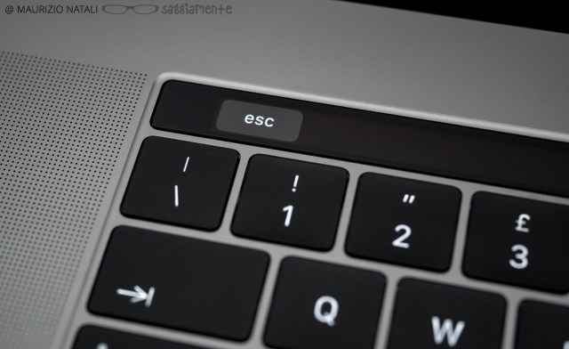 macbookpro15-touchbar-colore-tasti