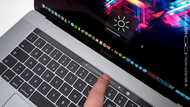 macbookpro15-touchbar-slider-luce