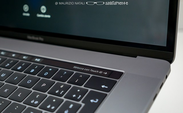 macbookpro15-touchbar-speaker
