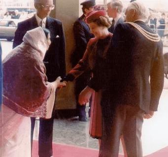 Shri Mataji & Queen Elisabeth II