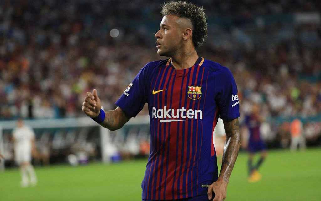 Javier Pastore Offers His jersey No.10 To Neymar