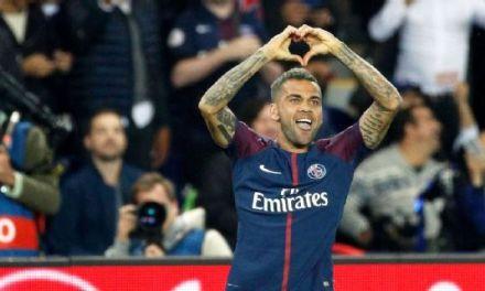 PSG's Dani Alves explains decision to snub Man City, regrets Juventus move