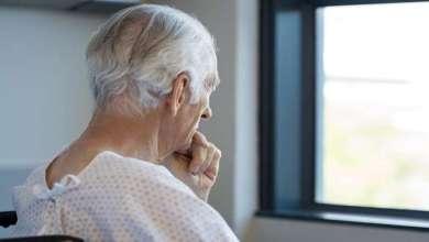 Photo of دراسة تربط «القلق» في منتصف العمر بـ «الخرف» لاحقاً