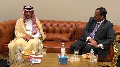 وزير الخارجية السعودي والموريتاني في حديث بمطار نواكشوط الدولي (صحراء ميديا)