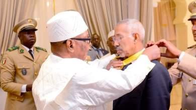 Photo of الرئيس المالي يوشح وزير الدفاع الموريتاني