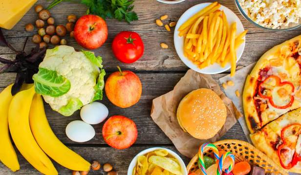 الأطعمة المصنعة والطبيعية