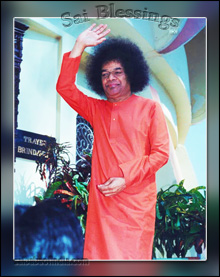 sri-sathya-sai-baba-giving-blessing