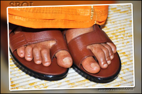 sri-sathya-sai-baba-wearing-sandals