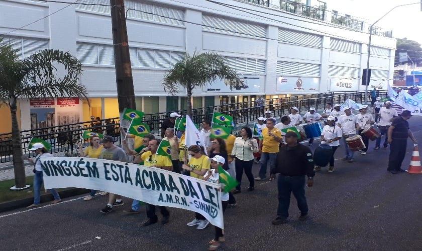 Passeata contra Lula reuniu 15 médicos em Natal