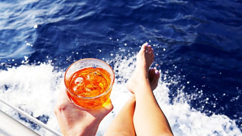 Vacanze, barca a vela e skipper: facciamo due conti.