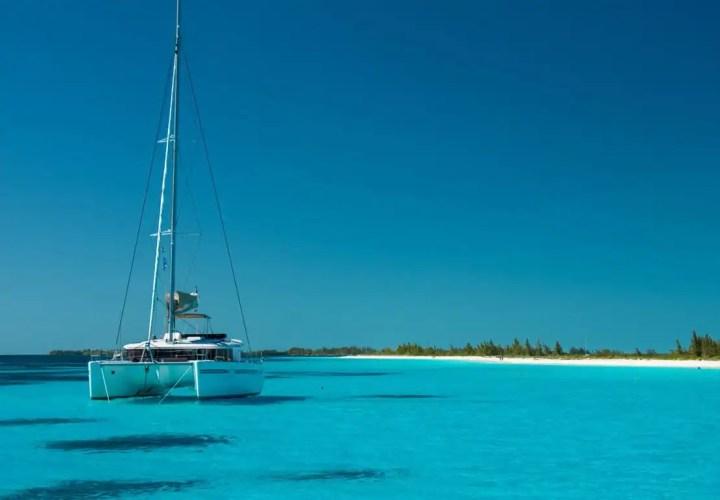 vacanze in barca a vela o catamarano