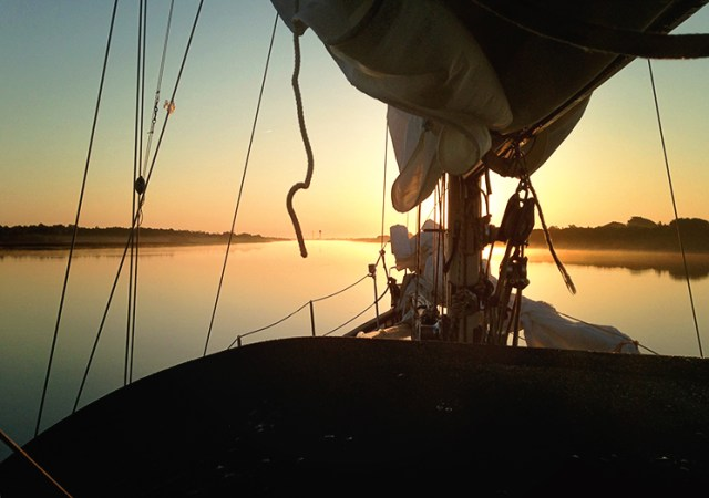 SC_sailing_sunrise