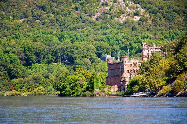 It was really neat to sail by the remains of Bannerman's Castle. There are daily tours that leave from nearby Newburgh.