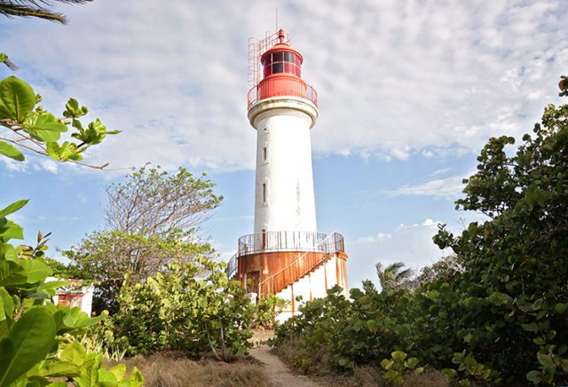 This abandoned lighthouse marks Ilet du Gosier