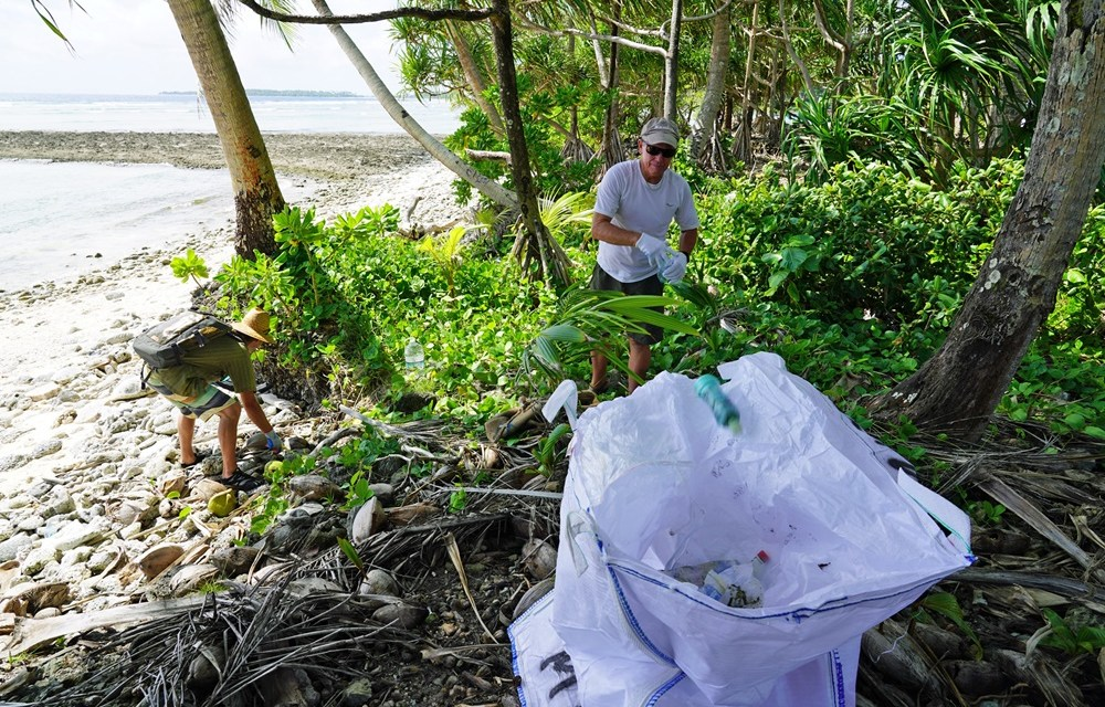 Five Yachts Join Clean-up Action