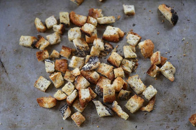 Homemade Spiced Garlic Croutons | www.sailsandspices.com
