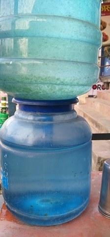 गोरखा डिपार्टमेन्टले फोहोर पानी खुवाउँदै