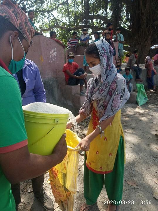 बिपन्न १० घर परिवारलाई राहत वितरण