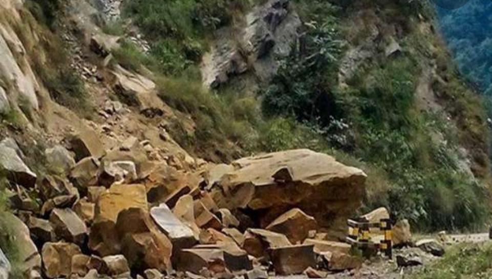 मुग्लिन-नारायणगढ सडक अवरुद्ध