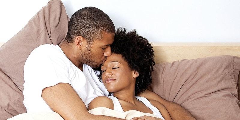 couple_cuddling