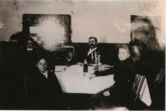 Andrew John McMurtrie and Edna Wall, in their Abbotsford Hotel, Ladysmith, circa 1901. Back row l-r unkown, my grandfather Ian McLaren McMurtrie Sr, A. J. McMurtrie. Front l-r Thomas Ernest McMurtrie and Edna McMurtrie nee Wall (photo courtesy of Greg Bertrand - used with permission)