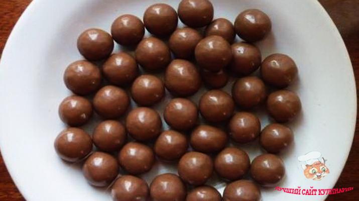 kak-sdelat-shokoladnye-shariki-dlya-torta2