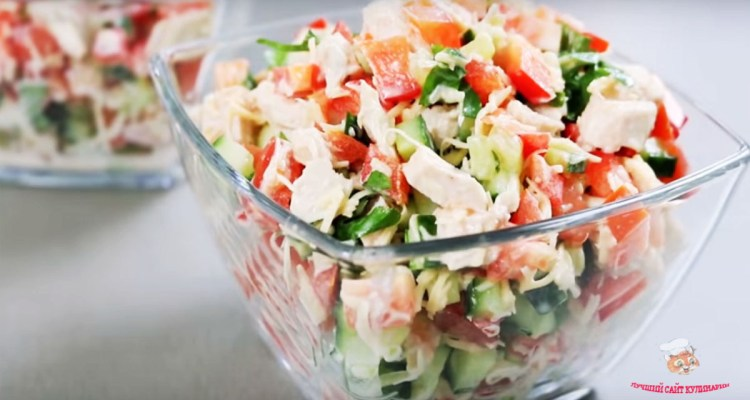 salat-s-kuricey-i-pomidoramiу