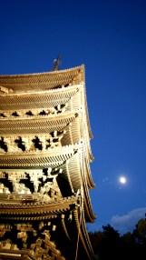 月と五重塔