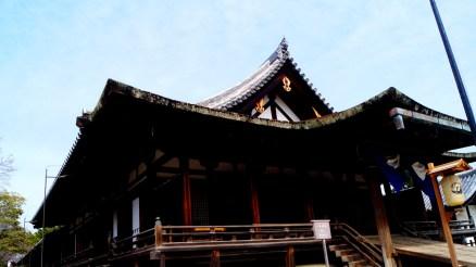 こちらは鎌倉の屋根!全然違う!