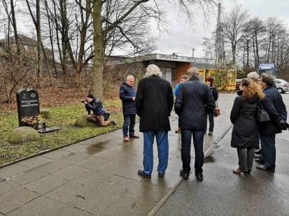 Gedenken am Bahnhof Fischerhof