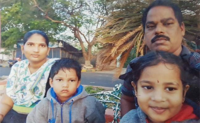 Journlist Commits Suicide With Two Children in East Godavari - Sakshi