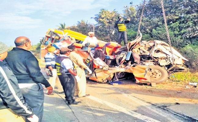 Karnataka: Road Accident In Dharwad District - Sakshi
