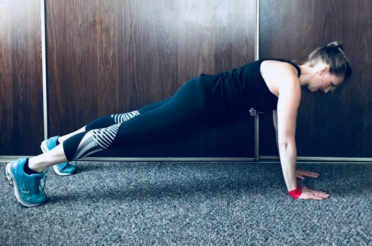 This Full Body Core Resistance Loop Workout will give you a full body burn with five simple moves! #fullbodyworkout #workout #minibandworkout #resistanceloop
