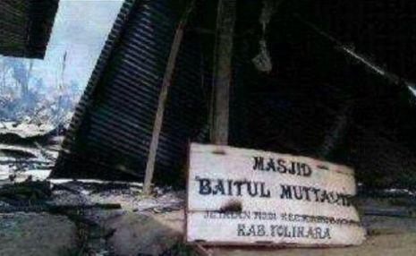 Papua-Papan-nama-Masjid-Baitul-Muttaqin-yang-tersisa-eramuslim-jpeg.image