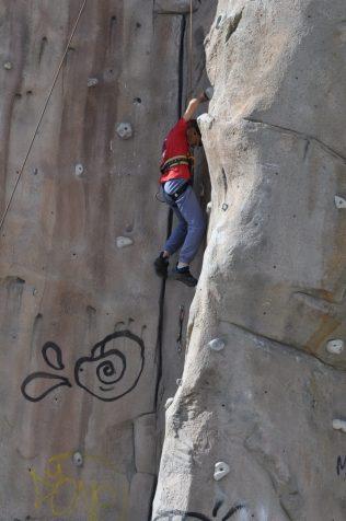 Cuarto y Quinto Escalando en el monolito de Rivas (4)