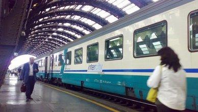 Trenitalia intercity - stazione ferroviaria