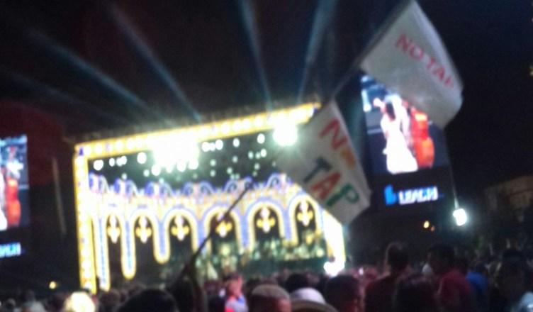 bandiera non tap - censura notte della taranta