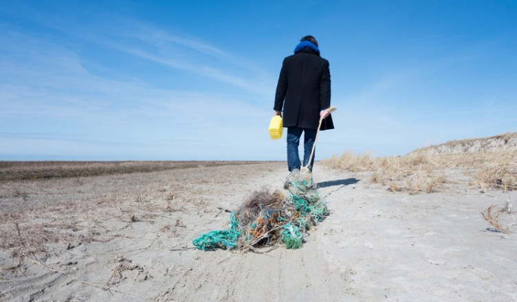 collecting waste - pulitura spiaggia 2
