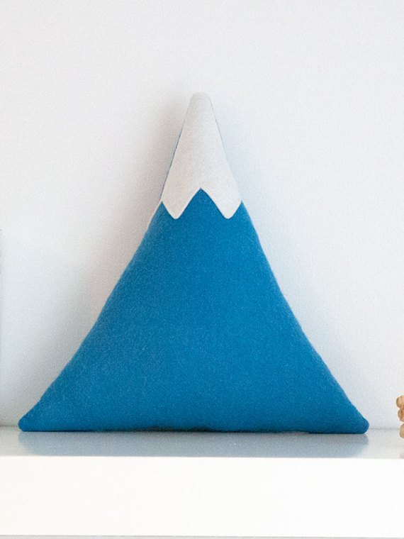 blue_mountain_cushion_with_snowy_peak_01