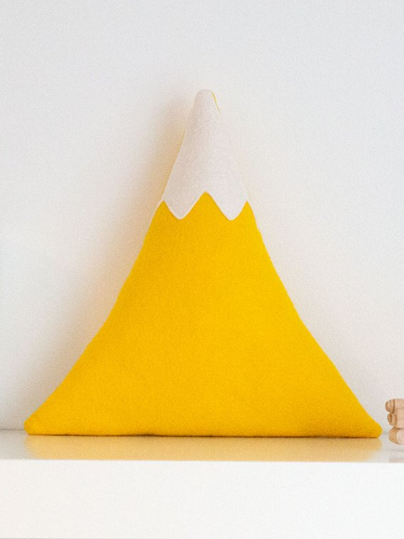yellow_mountain_cushion_with_snowy_peak_01