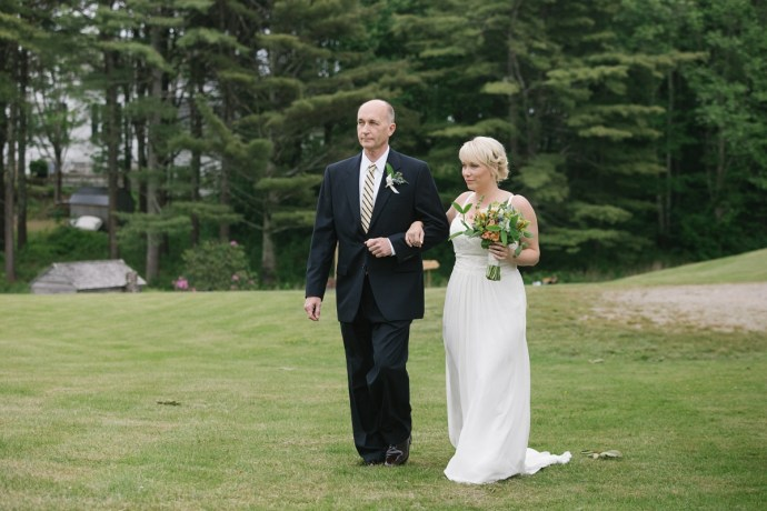 Father walks daughter down the aisle at 1774 Inn Wedding