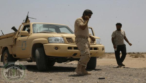 مواطن من عدن يشكو مداهمة جنود لمنزله واعتقال نجلة بعد الإعتداء عليه بالضرب