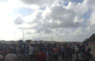 العشرات من طلاب كلية الهندسة بجامعة عدن يحتجون على قرارات إدارية وصفوها بالتعسفية